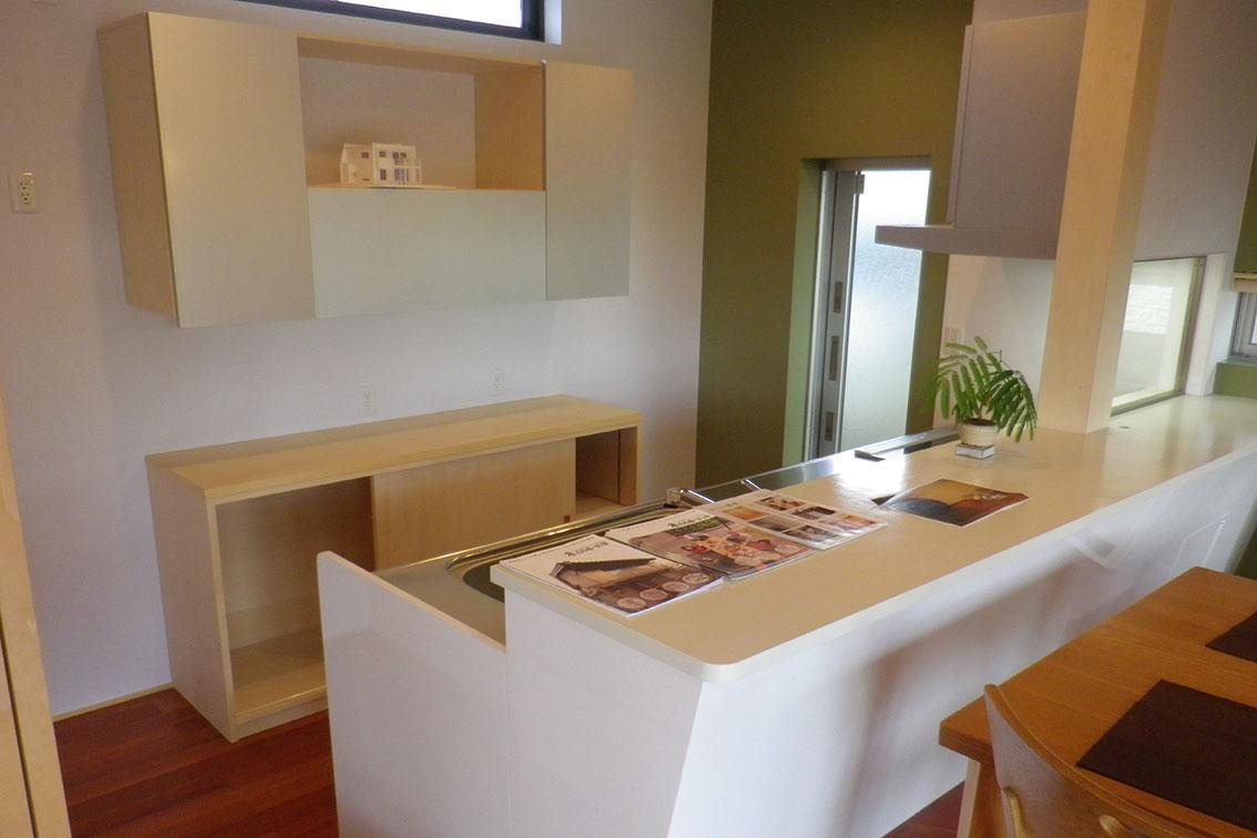 オリジナルの造作家具で構成されたキッチン