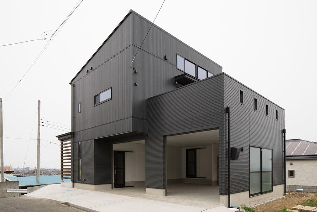 黒一色のシンプルな外観デザイン