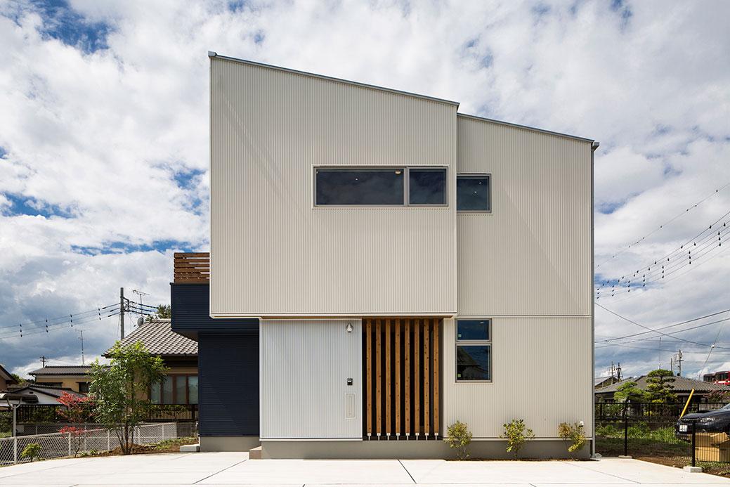 片流れ屋根のシンプルな外観デザイン